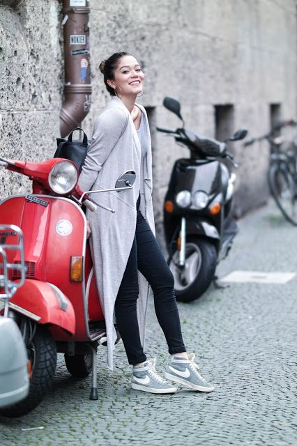 long cardigan look, back to school outfit, back to university diy, back to university look, nike blazer, old vespa, red vespa, vespa red, photography, fashion blogger look