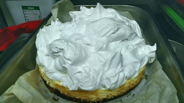 Lemon cheesecake with an Italian meringue