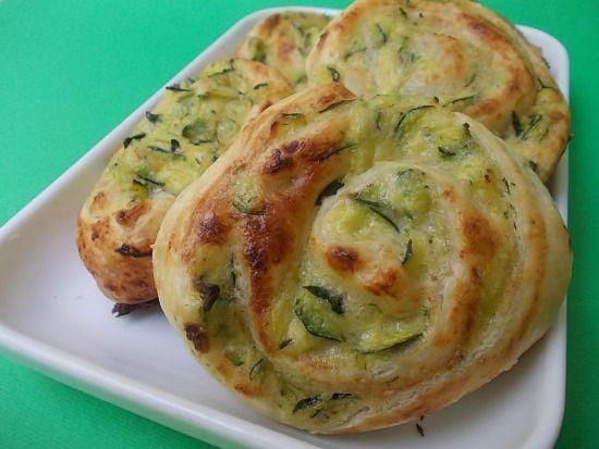 Girelle di sfoglia con zucchine e formaggio spalmabile