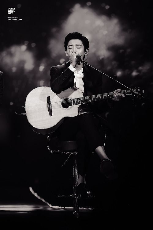 Chanyeol singing Sabor a Mi! And seriously I died inside...WHY is this man so beautiful! I cant handle it!