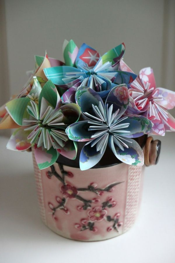 origami facile fleur, un bouquet de fleurs en papier dans un pot