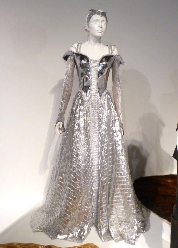 Emily Blunt The Huntsman: Winter's War Freya movie costume