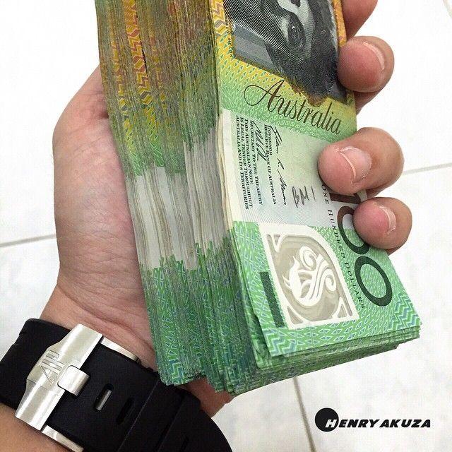 Dollars On Hand P Australia Australian Australiandollar Australiandollars Dollar Dollars Aud Onehundreddo Money Pictures Australian Money Money Notes
