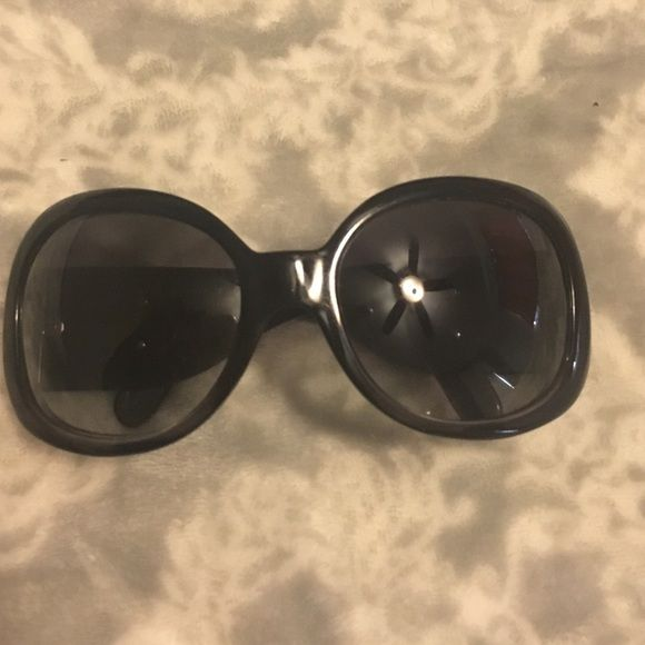 Chanel sunglasses Chanel black sunglasses(5167)  with silver logo excellent condition weren't really used much 100% authentic without case CHANEL Accessories Sunglasses
