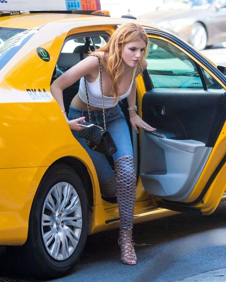 Bella Thorne Blue Jeans Candids in New York : Global Celebrtities (F) FunFunky.com