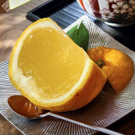 名物の夏柑糖@老松 京都 夏みかんの中身をくり抜いた器に、寒天と果汁を合わせて再び戻した涼菓。(販売は4月~)。 #京都 #kyoto #夏 #スイーツ
