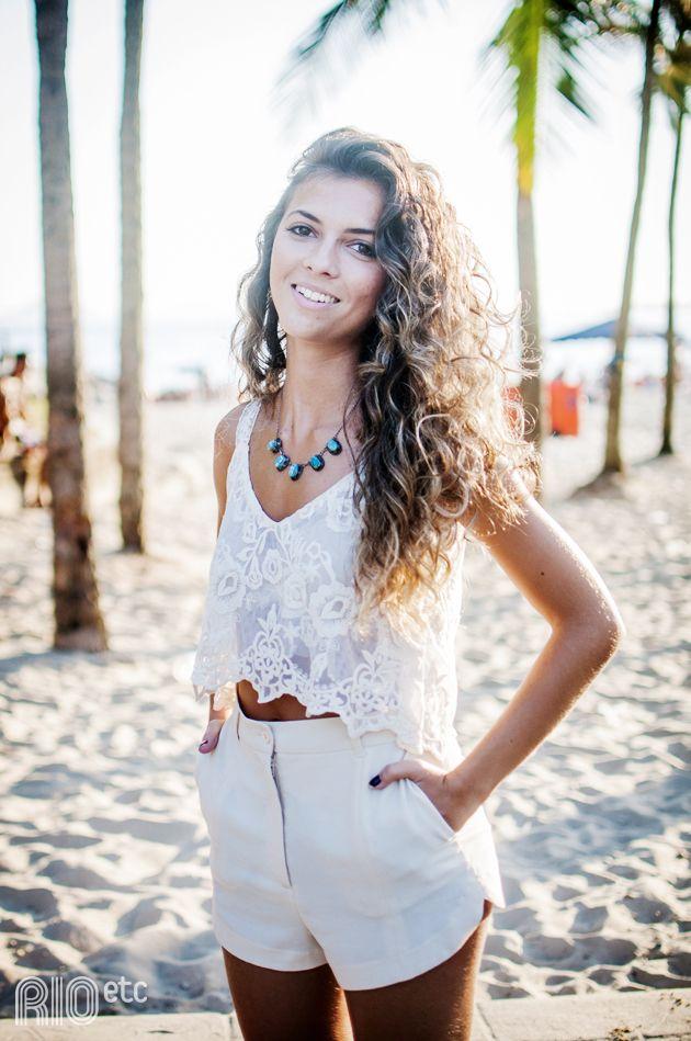 Fotos: Derek Mangabeira A Leticia Rattes estava pela praia do Leme, curtindo um fim de tarde com suas amigas, esperando (...)