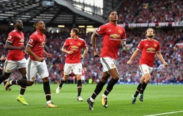 مانشستر يونايتد يستضيف توتنهام فى قمة الجولة الثالثة من الدوري الإنجليزي يستضيف فريق مانشستر يونايت Nigerian Fashion Blogger Manchester United Bryan Robson