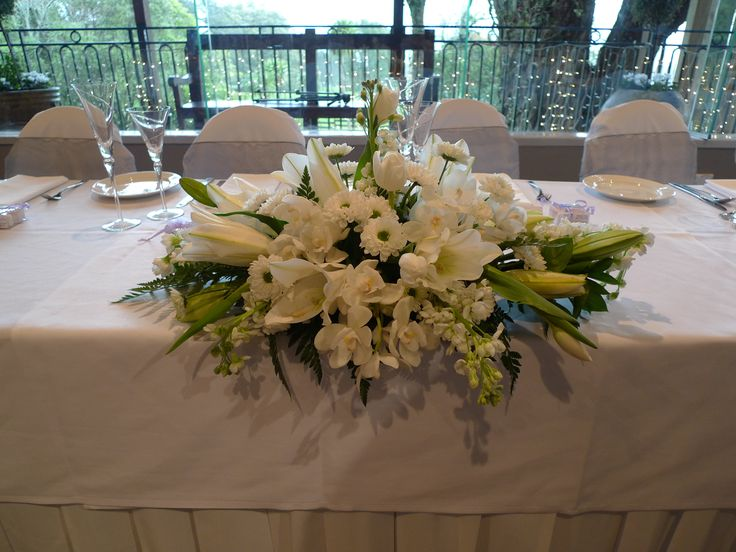 Top table arrangement provided by Sorrento in the Park