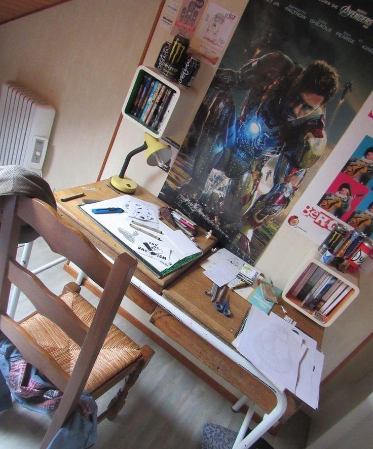 My little drawing office / Mon petit bureau de dessin  LaWrence Art #Drawing #office #Ironman #poster #pen #art #draw #beret #cyranodebergerac #old #school #wood #bois #retro #oldphotography