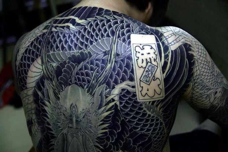 Back tattoo www.tattoodefender.com   #tattoo #tattooidea #tatuaggio #tatuaggi #tatuaggio #ink #inked #tattooart #tattooartist #inkmaster #tattooideas #pinterest #back #backtattoo #backtattoo #schiena #tattoodefender