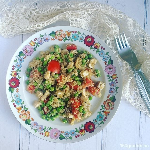 Mentás-zöldborsós, csirkés quinoasaláta az ebédem. 🍴  #iretrend…