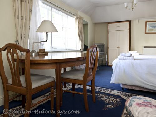 This London rental is a delightful and fabulously accessible apartment in all the right ways.
