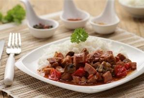 Gulasz po cygańsku / Gypsy Stew  aromatyczny gulasz po cygańsku z kiełbasą śląską , cebulą i pieczarkami.