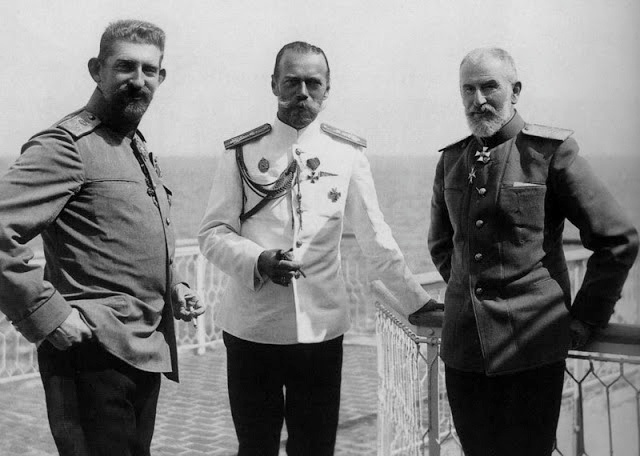 From left: Crown Prince Ferdinand of Romania, Tsar Nikolai II of Russia, King Carol I of Romania, June 1914
