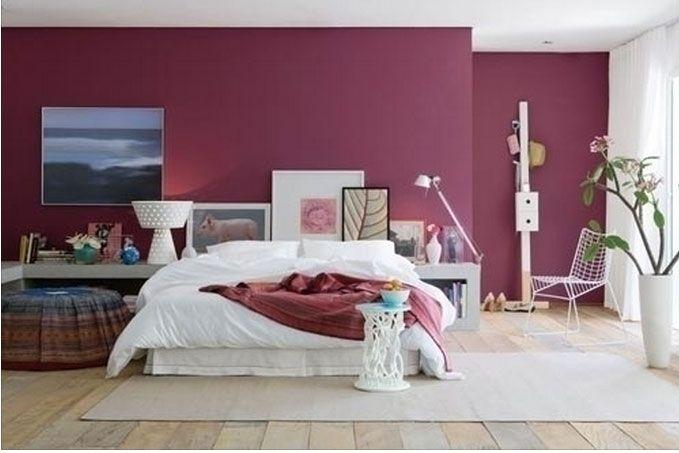 Quarto piso de madeira clara