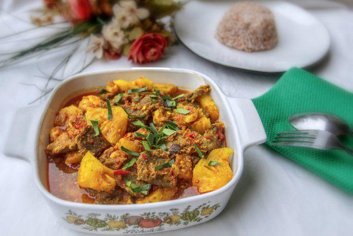¿Cómo hacer ternera con piña? Una receta exótica inspirada en la cocina de Indonesia. La carne queda jugosa y muy tierna. Te contamos el paso a paso.