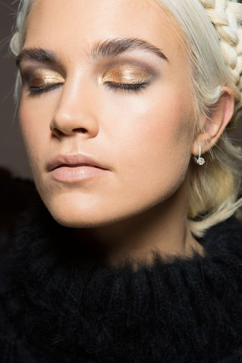 Mara Hoffman with elegant gold eyeshadow and a natural pink lips | Image via harpersbazaar.com