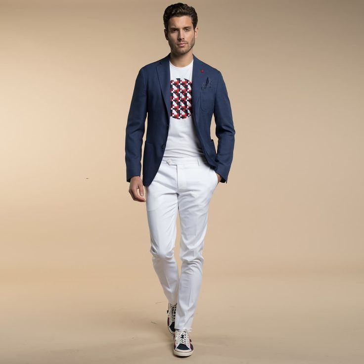 Mod: L60C6 - Art: 868295/1 GIACCA I DETTAGLI FANNO LA DIFFERENZA. La Giacca due bottoni con tasche applicate, nasconde dei piccoli particolari in tessuto a contrasto, nel sotto collo e nella pochette inserita nel taschino a barchetta. Di grande versatilità diventa evergreen se abbinata a pantaloni in Cotone elasticizzato per un format casual- elegante.  Lebole Uomo Collezioni #abiti #giacche #Primavera #Estate2017 #fashion #italianstyle #stileitaliano