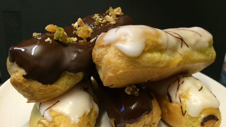 Vannbakkels er helt uten sukker. Men det er sukker i vaniljekremen som Lise Finckenhagen fyller dem med. Vaniljekremen kan smaksettes med kaffe eller sjokolade.