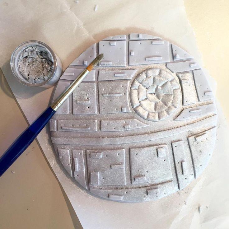 1000 ideas about death star cake on pinterest star wars - Lustre star wars ...