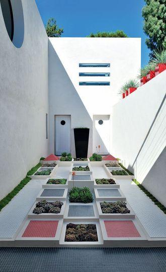Cap Taillat - jardin de Noailles - Une maison de vacances magique à Saint-Trop' - CôtéMaison.fr