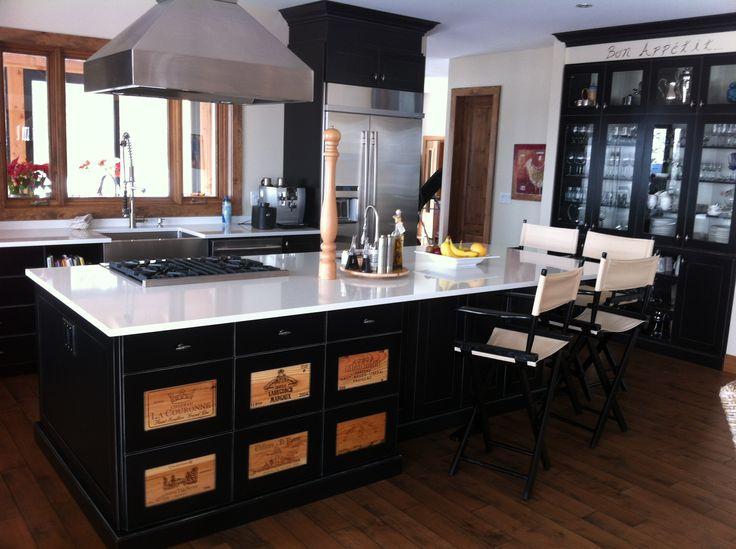 armoire de cuisine en merisier couleur noir us fa ade de tiroir fait avec caisse de vin. Black Bedroom Furniture Sets. Home Design Ideas