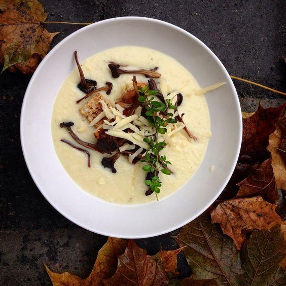 Det här är en läcker soppa som passar till förrätt när det är festdags!