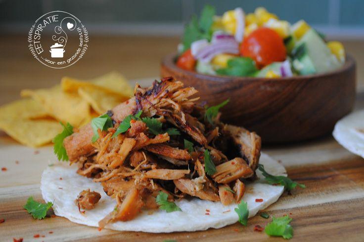 Carnitas (pulled pork), heerlijk krokant gebakken varkensvlees wat gegaard heeft in de slowcooker