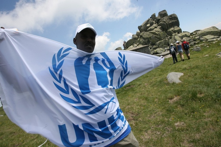 A refugee who participated in a hiking excursion to the Vitosha Mountain holds a UNHCR flag. © UNHCR/B. Kichukov/June 2011
