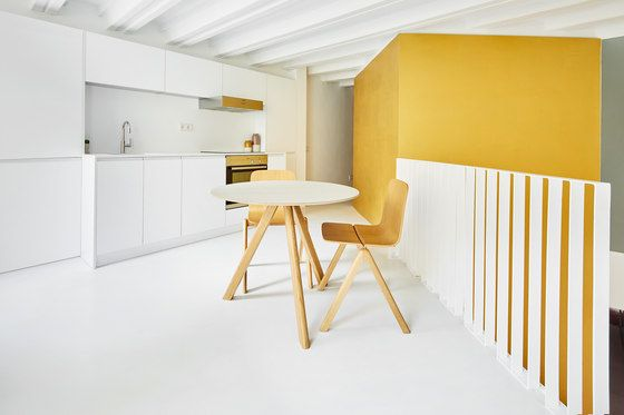 The starting point was two independent dwellings on top of each other on the ground floor and mezzanine of a modest, old apartment building between..