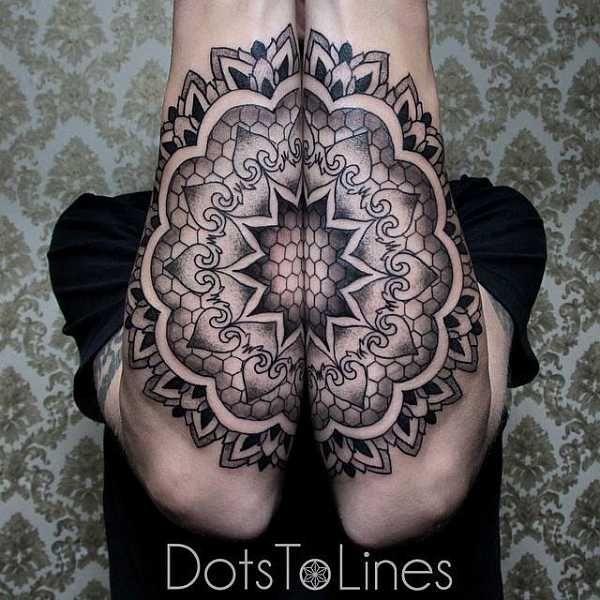 Geometrische Tattoo-Motive sind spektakulär, extrem aufwendig und im Grunde eher etwas für Spezialisten für diese besondere Stilart. Der Tätowierer Chaim Machlev, aus dem Studio Dots to Lines ist einer der weltbesten Tätowierer für eben solche Motive. mehr seiner Arbeiten könnt ihr hier sehen…
