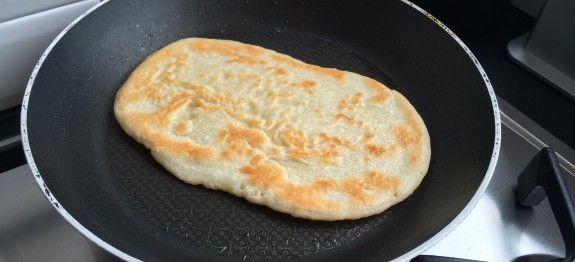 Ben je op zoek naar een gezond recept voor naanbrood? Probeer deze paleo variant dan eens! Geheel graan en ei vrij. Ideaal als ontbijt of als bijgerecht.