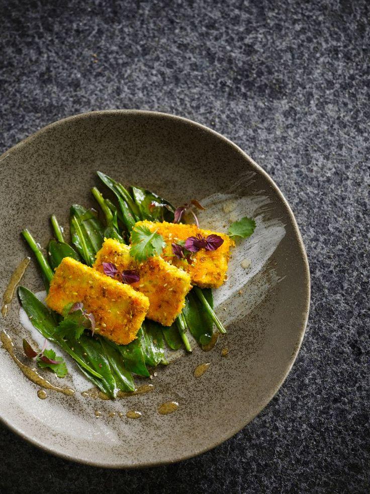 Tofu met een korstje en zeesalade  https://njam.tv/recepten/tofu-met-een-korstje-en-zeesalade