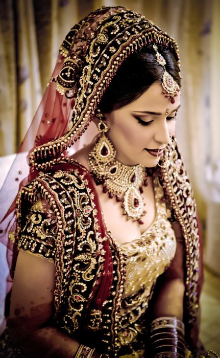 bridal perfection! Love the way her chunni is set up!
