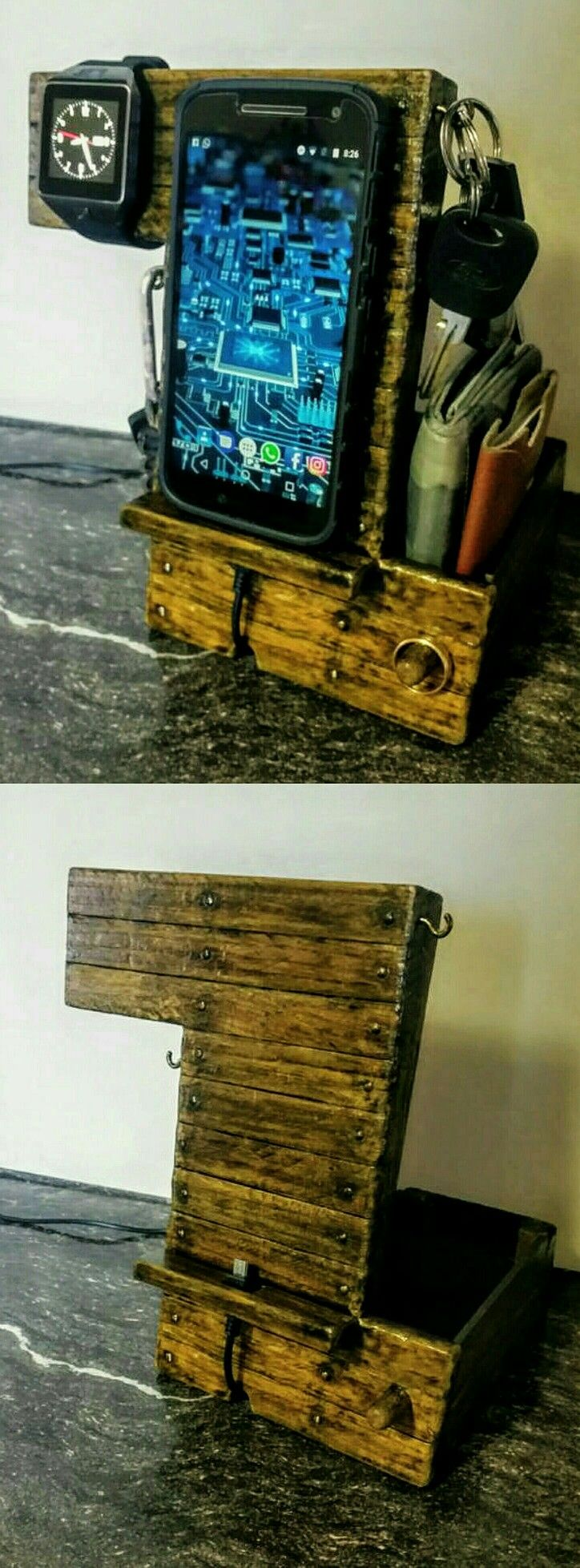 Mi estación de Carga para celular con organizador para Reloj inteligente, llaves, anillo y billetera, hecho por mí de Madera reciclada. Docking charger station smartphone, keys holder, smartwatch, wallet organizer, for men, wood.
