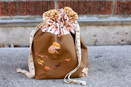 Lined drawstring bag tutorial from Blossom Heart Quilts