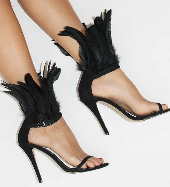 DIY FEATHER HEELS - A SIMPLE EMBELLISHMENT TO YOUR FAVOURITE HEELS