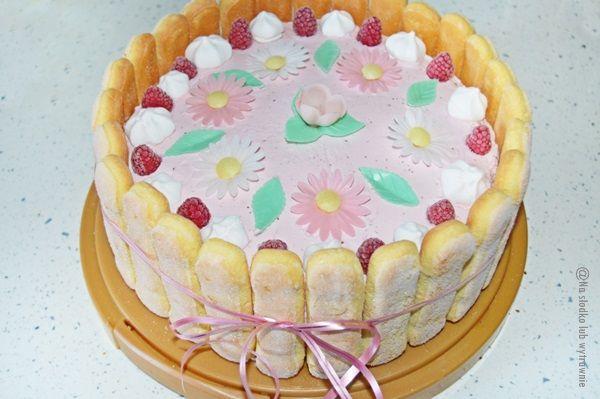 Na słodko lub wytrawnie: Tort malinowy