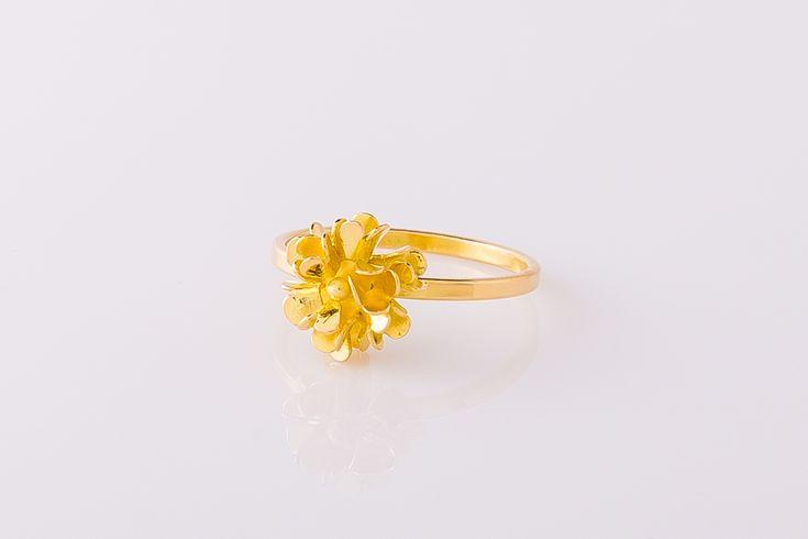 Ring 18 karaat geelgoud met bloem. #DotCollectie
