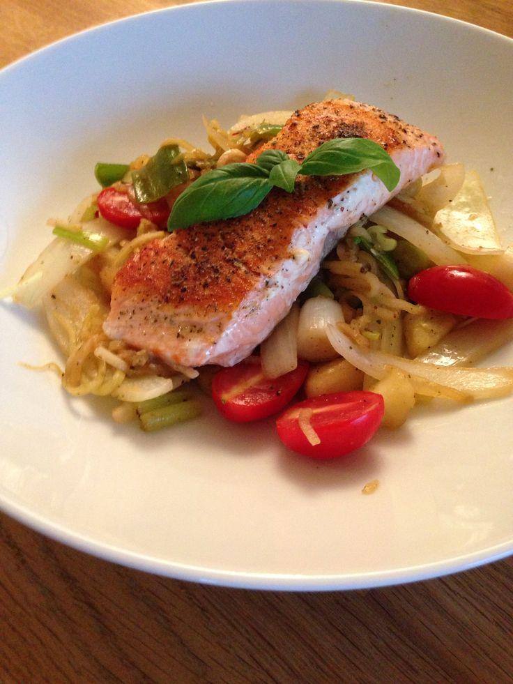 Salmon with squashspaghetti and vegetables