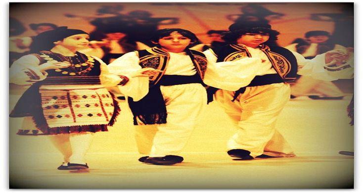 Ο Συρτός στα τρία χορεύεται σε πολλές περιοχές της Ελλάδας, αλλά