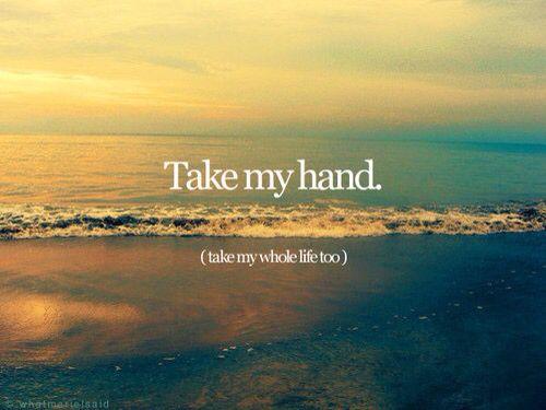Prendi la mia mano, ma promettimi di non lasciarla più.