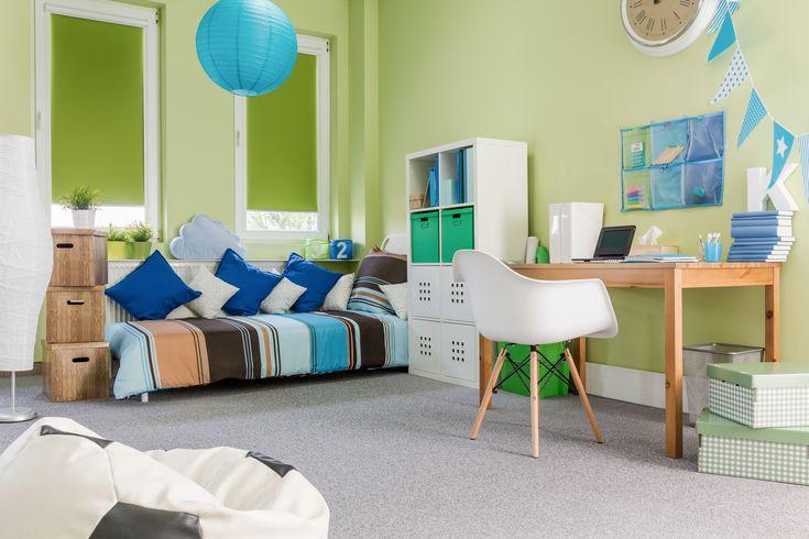 Muebles del dormitorio de niños tales como mecedoras, baúles, sofás, entre otros, deben ser cómodos y seguros. No obstante, no puedes dejar de lado la combinación con los demás accesorios y paredes. #decoracion #deco #vivienda #decorar