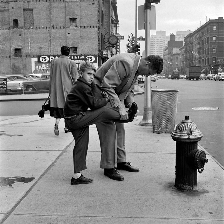 I like that these 'little' moments are captured by photographers, not just the big events. Also love to see people being real, not just mugging for the camera. Street Photography 1 | Vivian Maier Photographer