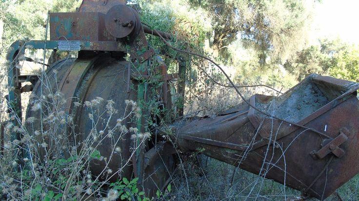 Παλιά μπετονιέρα κατασκευασμένη στο μηχανουργείο ' Δημ.Ρομπόκα & Σια '.