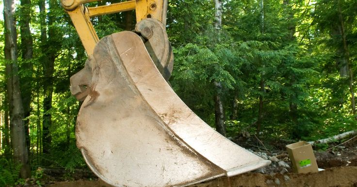 """Técnicas de Minería para arena y grava. La Agencia de Protección Ambiental de los EE.UU. describe a la arena y a la grava como materiales granulados resultantes de la """"desintegración natural de la roca o la piedra."""" Los depósitos de estos materiales están generalmente cerca de la superficie de la tierra y en áreas húmedas. Las ubicaciones son adecuadas para la minería a cielo abierto y ..."""