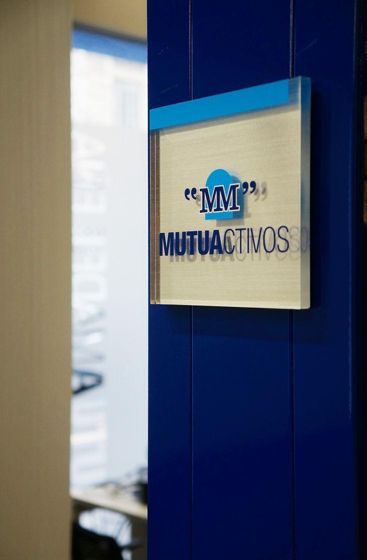 Placa metacrilato sede corporativa Mutua Madrileña en Barcelona