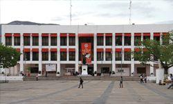 El presente trabajo contempla antecedentes históricos del Municipio y de la Contraloría Municipal en México y en Chiapas, desde la colonia, su desarrollo a través de la independencia y épocas recientes... http://espacioimasd.unach.mx