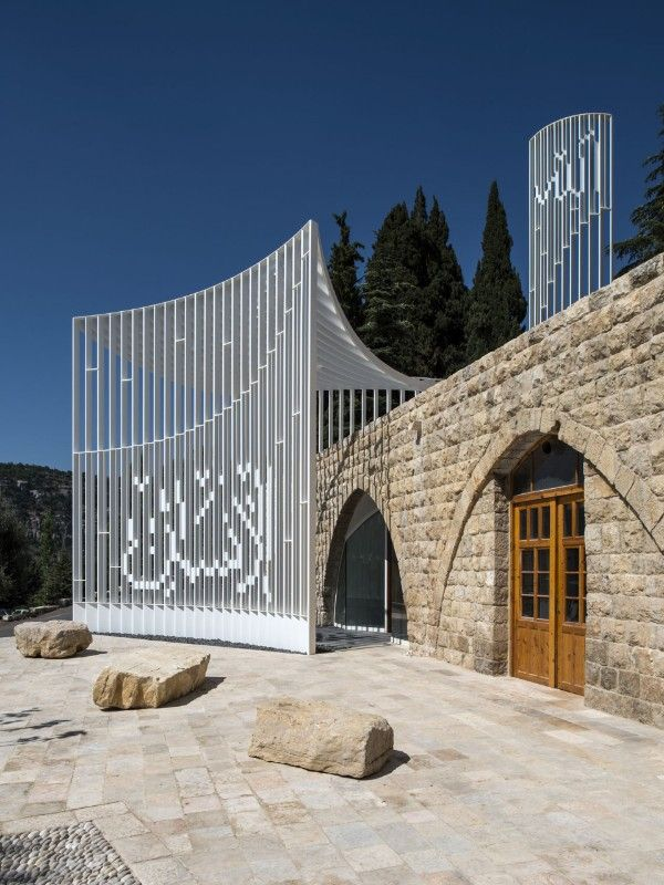 L.E.FT Architects, Amir Shakib Arslan Mosque, Moukhtara, Lebanon, 2016. Photo Ieva Saudargaite DiAiSM TJANN ACQUiRE UNDERSTANDiNG ACQUiRE DeSiGN UNDERSTANDiNG ATTAism atElIEr dIA